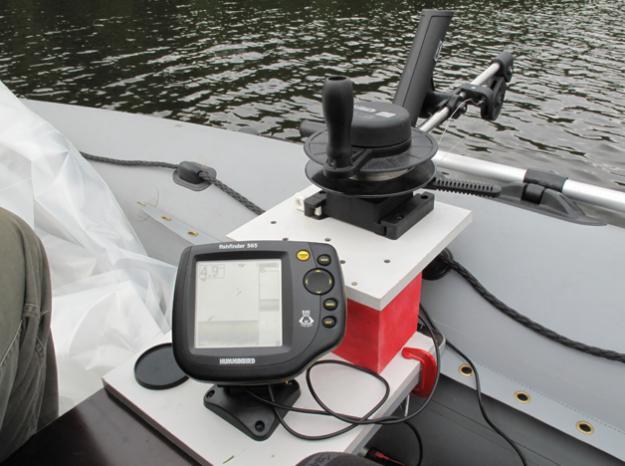 как лучше установить эхолот на лодку